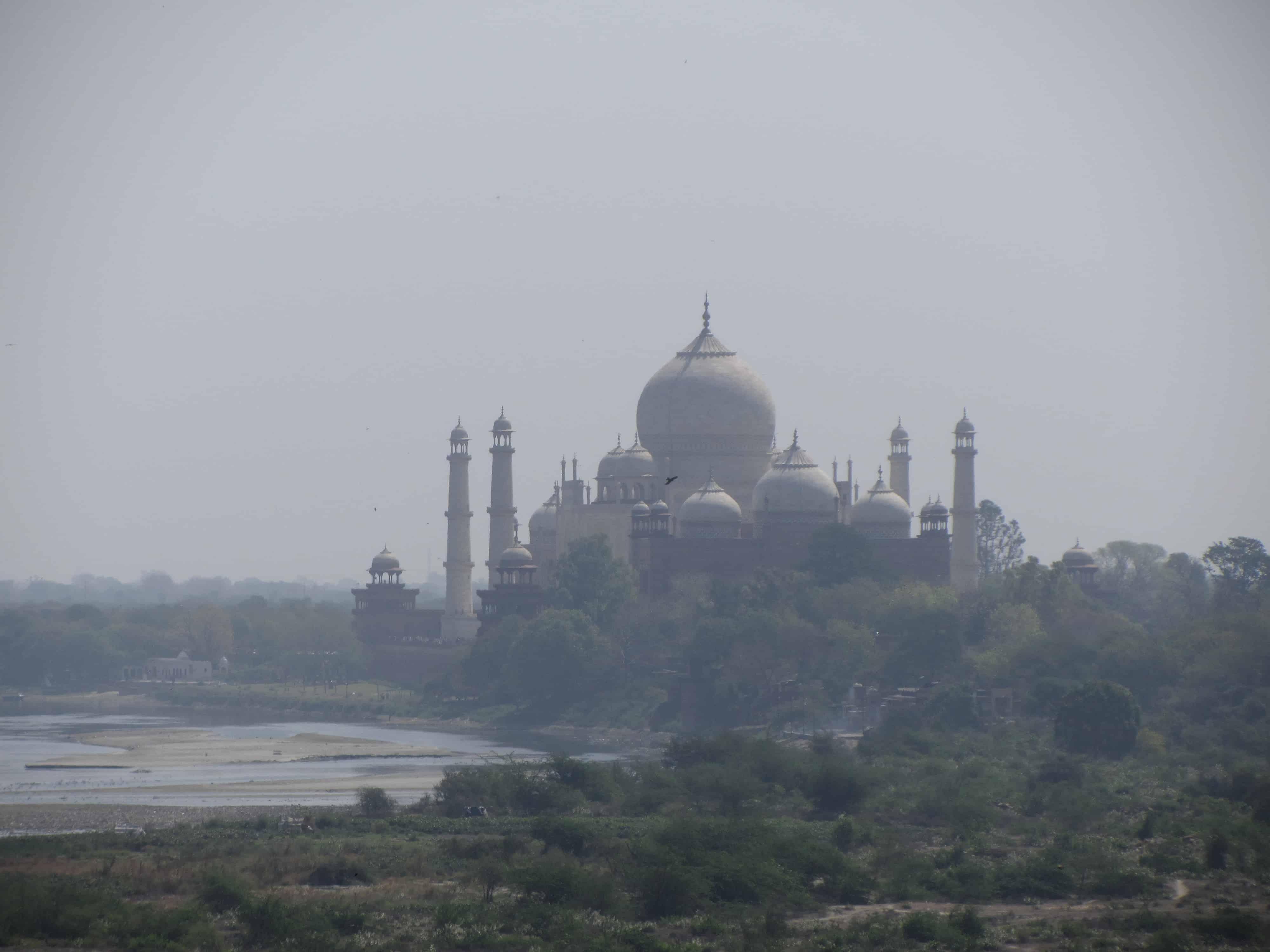 Czerwony Fort - widok na Taj Mahal