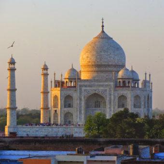 Pusto pod Taj Mahal. Wspomnienia z podróży: Agra