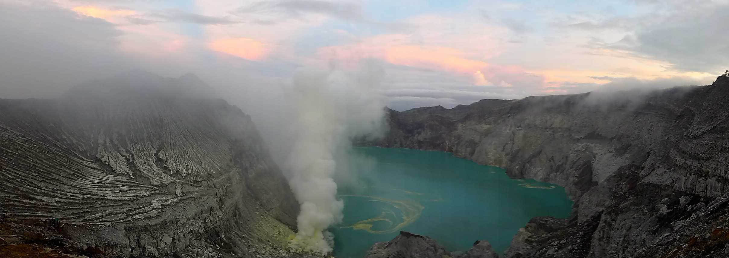 wulkany w Indonezji, Ijen, treking w Indonezji