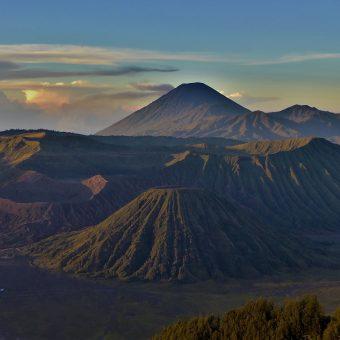 Wulkany w Indonezji oraz parę słów o pieszych wędrówkach