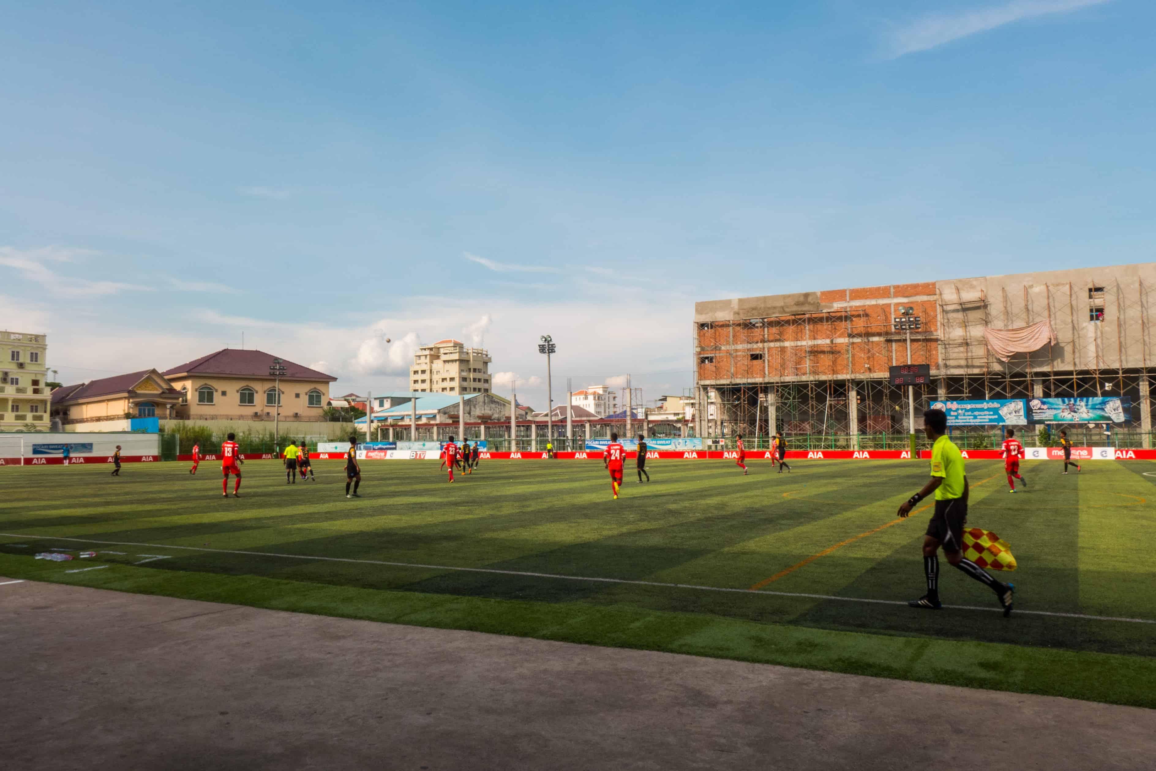 Futbol w Phnom Penh.