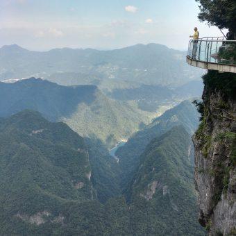 Tianmen Mountain – skywalk i jedna z najdłuższych tras kolejki linowej na świecie