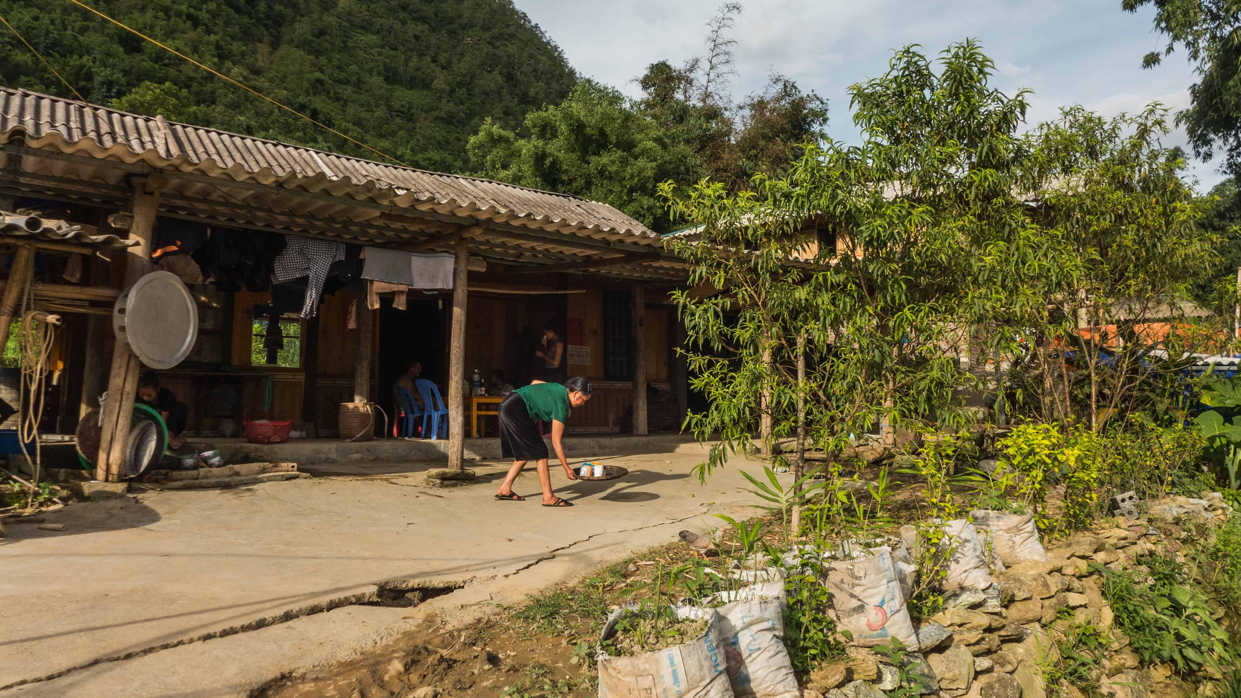 Mama Z, Hau Thao, treking