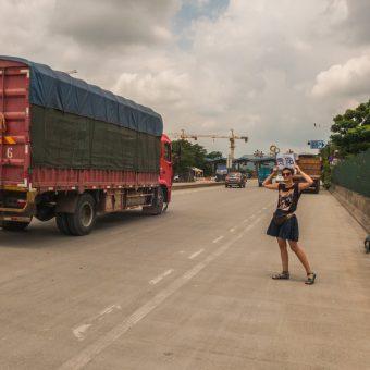 Chiny autostopem, szalony dzień na autostradzie